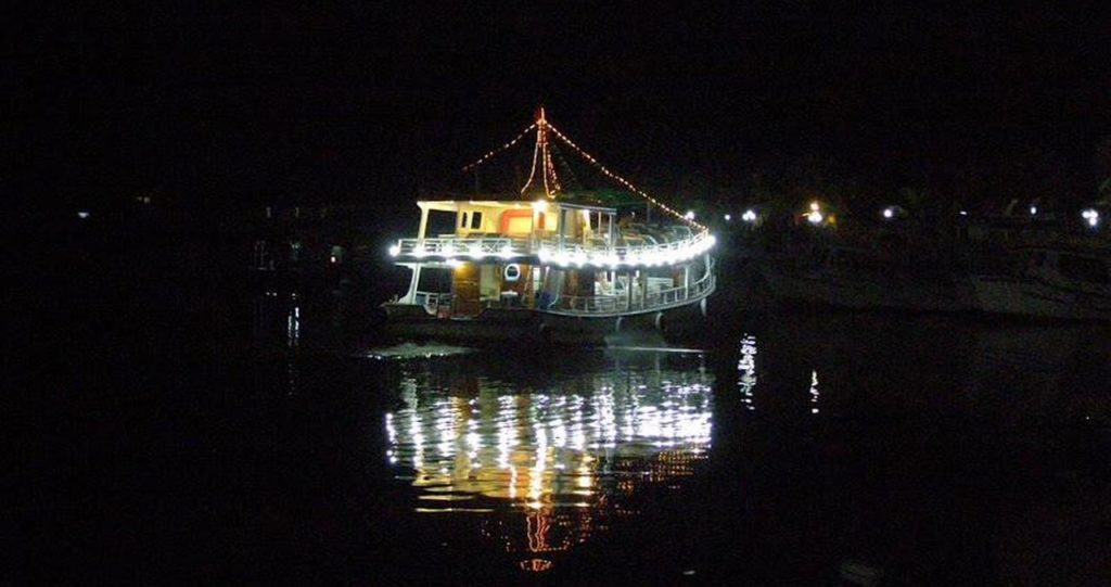 Вечерняя морская прогулка и рыбалка на кальмара